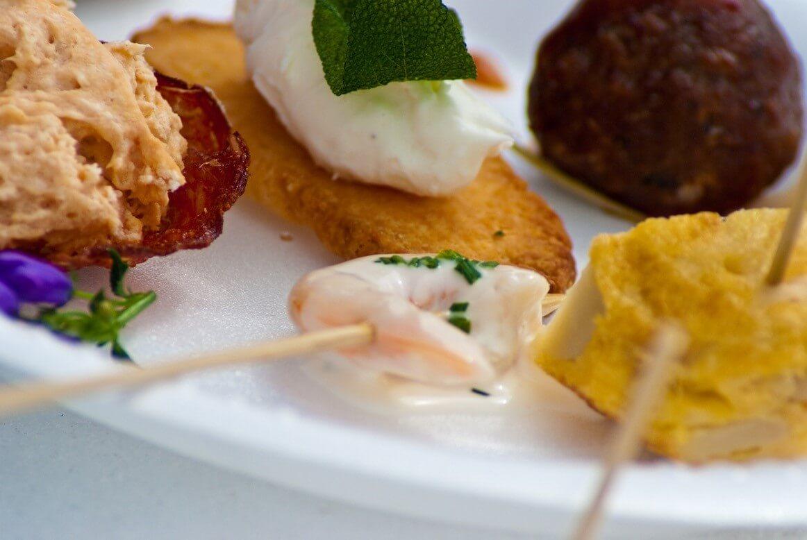 Wir bieten Catering mit unseren spanischen Spezialitäten für Gruppen ab 200 Personen an